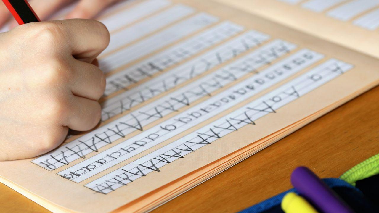 Una mala caligrafía causada por una mala motricidad fina puede hacer ilegible un examen