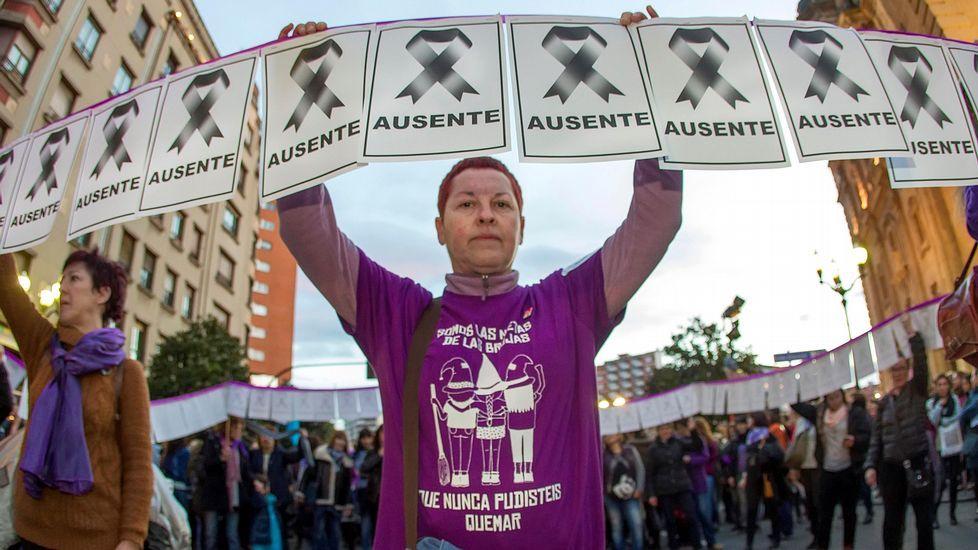 .El 'Cordón de las Ausentes' en la manifestación del 8M en Gijón