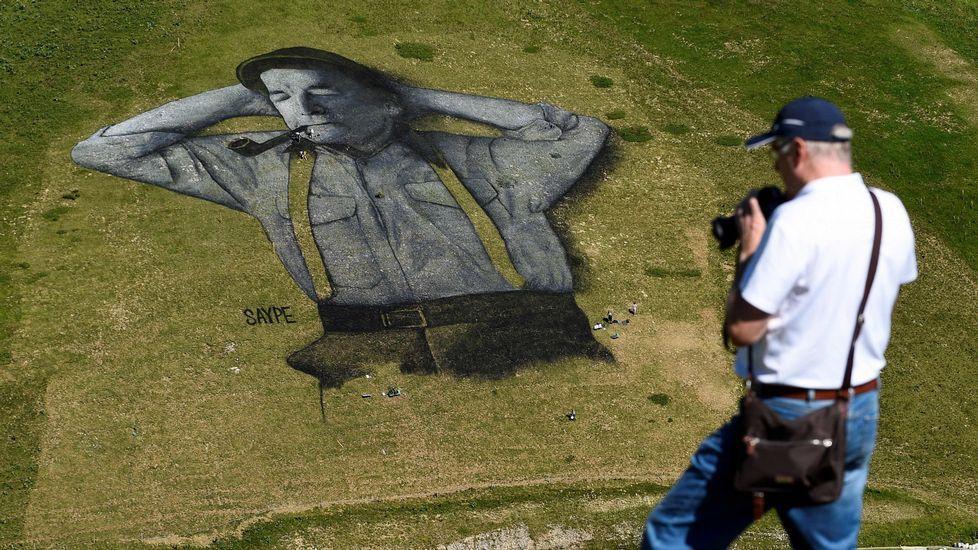 Una obra de arte de Saype decora la ladera de Leysin.Un grupo de corredoras toma la salida en la milla urbana de Avilés