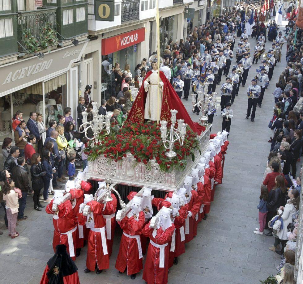 Búscate en la tamborrada de Viveiro.La imagen de San Juan saldrá hoy en procesión.
