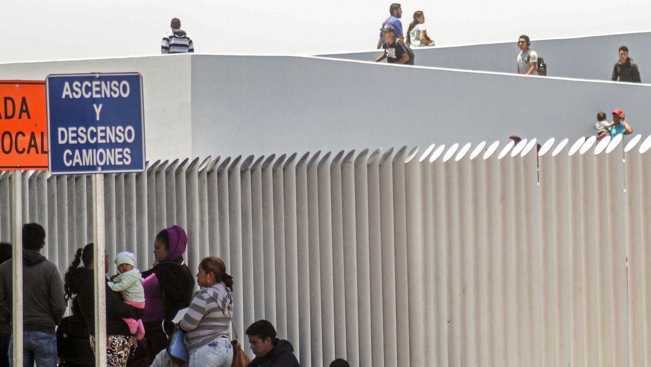 .Familias de migrantes continúan en busca de asilo