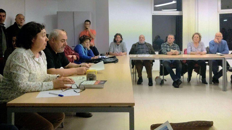 Reunión de los vecinos de Gijón, alarmados por la contaminación.Reunión de los vecinos de Gijón, alarmados por la contaminación
