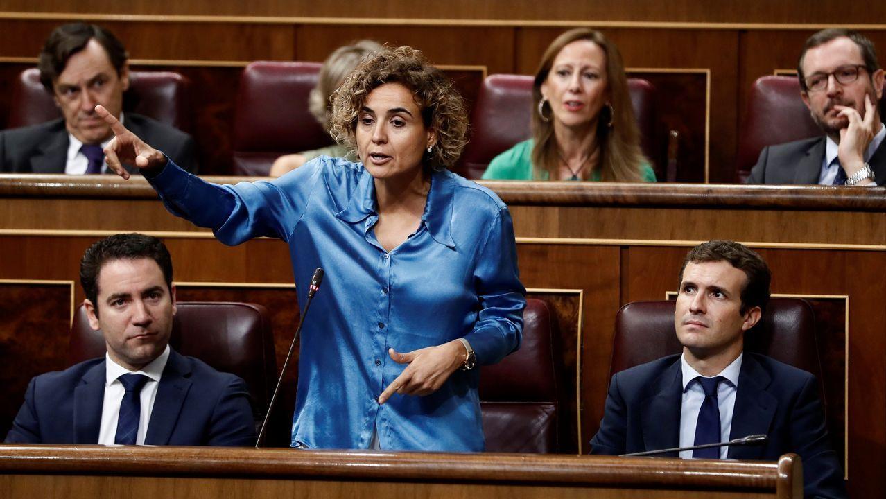 Montserrat a Calvo: «Es absolutamente bochornoso que el puño amenazante de Torra sea la mano que mece la cuna en Moncloa».Torra acudió con el lazo amarillo en la solapa a la apertura del curso en un colegio barcelonés