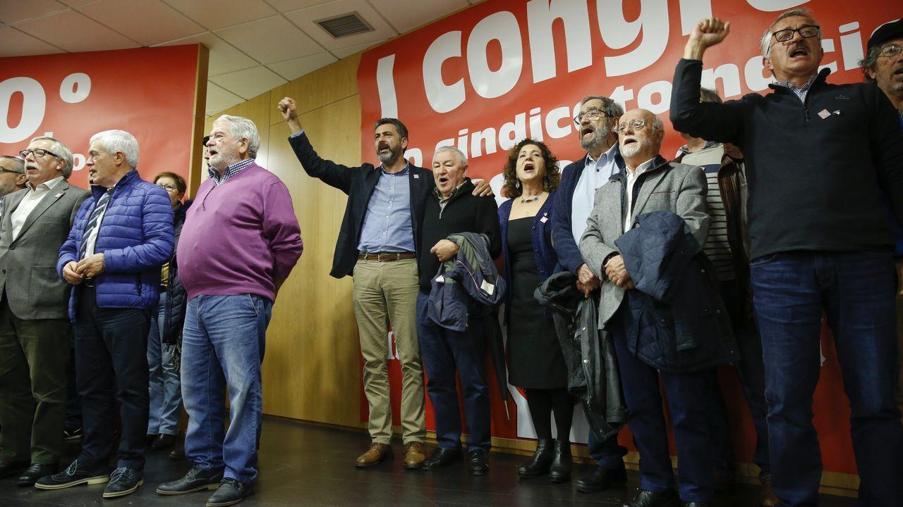 Sarmiento, actual responsable de CC.OO. en Galicia, con los delegados del congreso de 1978
