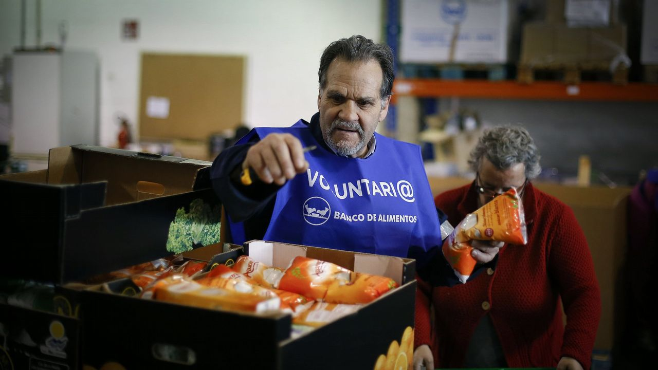 .Los bancos de alimentos reparten en Galicia millones de kilos