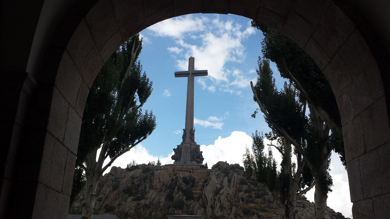 El gran desfile de Verín no defrauda.Los benedictinos gestionan el monumento desde los años ochenta
