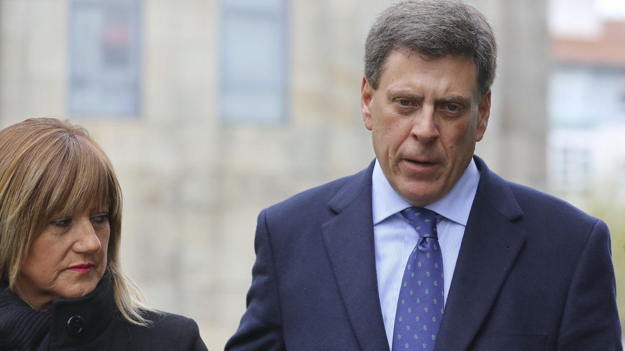 El padre de Diana Quer mira fijamente al Chicle, que se oculta con la capucha de la sudadera, antes de la última sesión del juicio