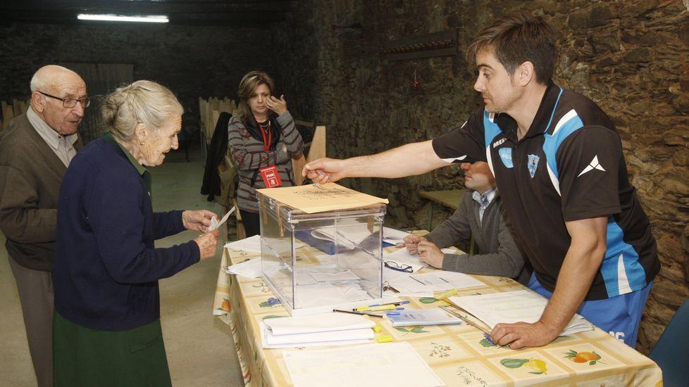 Votación en la mesa de Baaomorto, en las municipales del año 2015