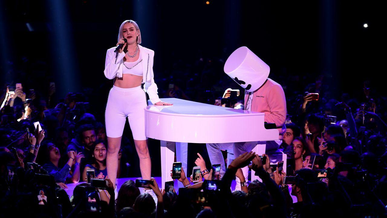 Anne-Marie comparte escenario con Marshmello