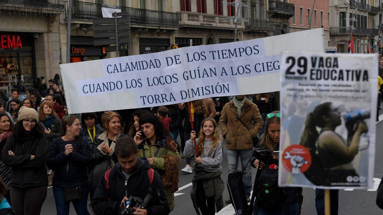 «¡La república no existe, idiota!».Miles de profesores y alumnos, tanto de secundaria como universitarios, se manifestaron ayer en Barcelona