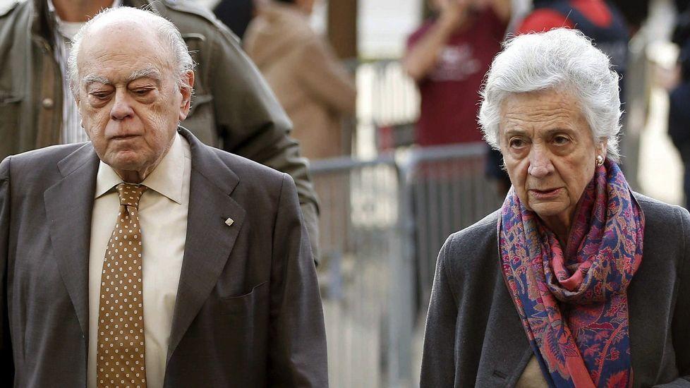 .Jordi Pujol y su mujer, a su llegada a los juzgados.