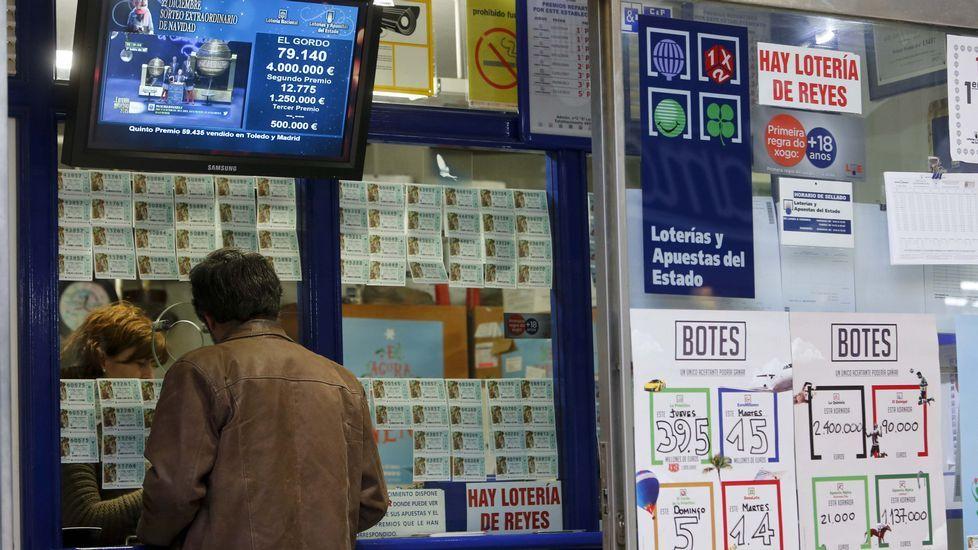 La Administración número dos, en la Praza de Santo Domingo, vendió un décimo de un cuarto premio, lo que suponen 20.000 euros