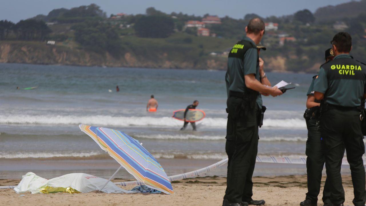 Retiran las torres del parque de Visma tras ocho meses abierto.Fallece un hombre en la playa de Bastiagueiro