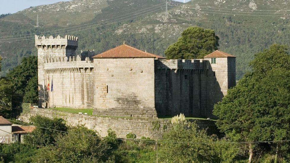 El castillo de Vimianzo, en la provincia de A Coruña, se encuentra en un gran estado de conservación. La cercanía de la fortaleza a la costa le permitía controlar las rutas comerciales del Mar del Norte, los negocios de la sardina y de la sal y rescatar los botines de los barcos que naufragaban en estas costas.