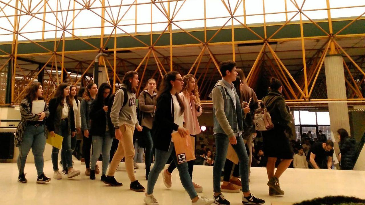 El rector de la Universidad de Oviedo, Santiago García Granda.Los estudiantes se examinan de la EBAU en la Facultad de Economía y Empresa