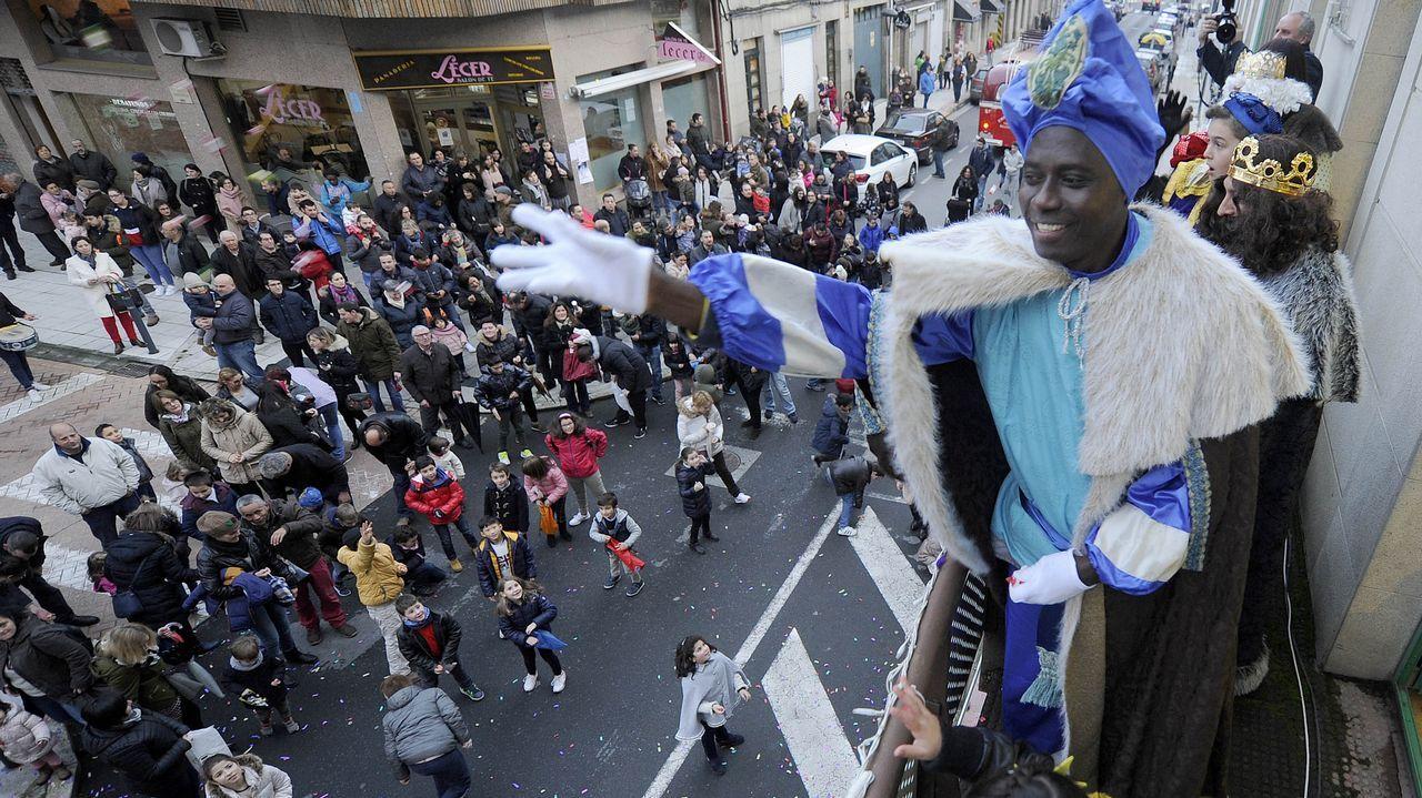 Vigo se echa a la calle para recibir a los Reyes Magos.Los servicios del 112 tienen actualmente su sede en A Estrada