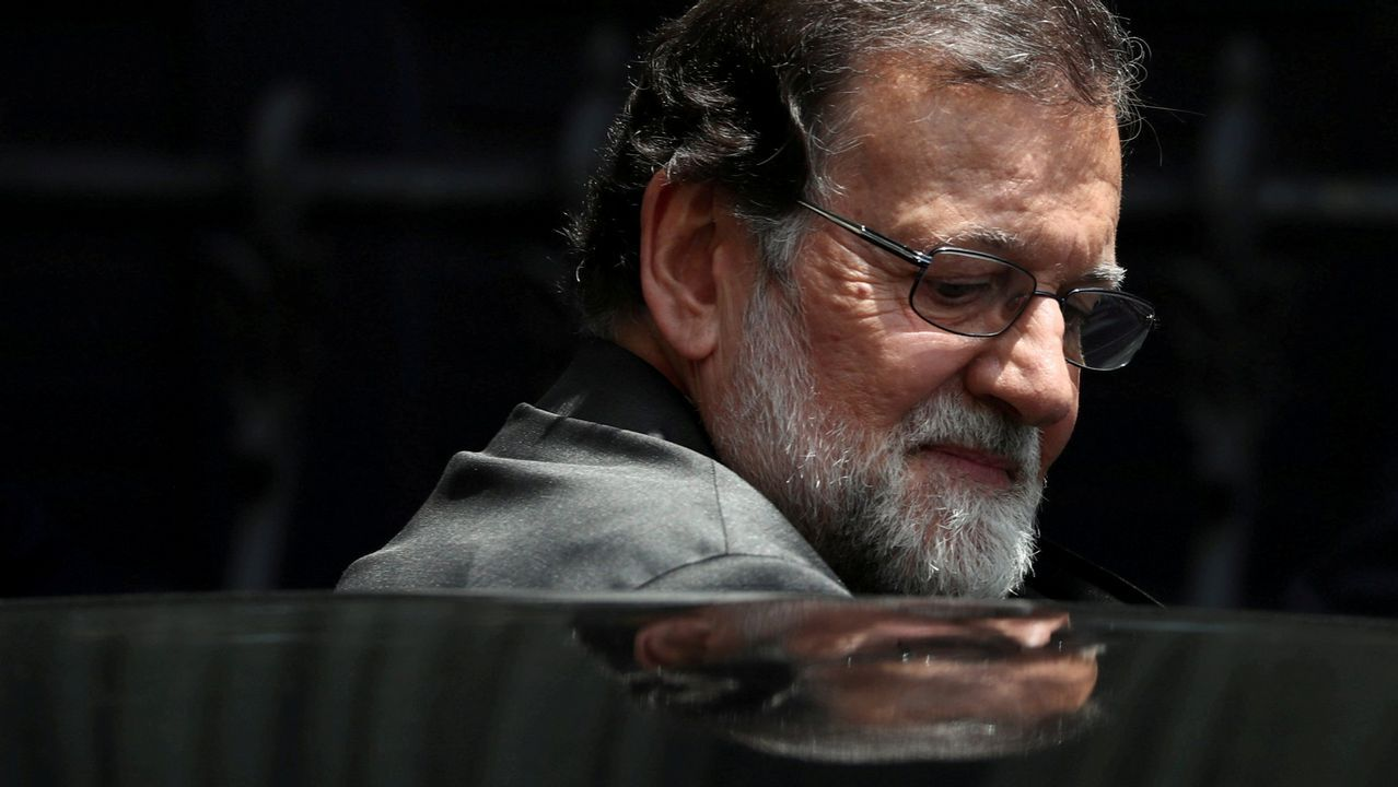 Rajoy vuelve al trabajo: «Ahora me dedico a mi profesión».José Luis Balbin, en el mítico programa La Clave
