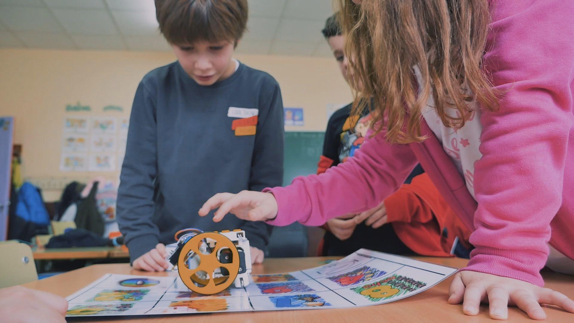 Robots y clases de programación en el recreo: así se aprende en el CEIP Ponte dos Brozos