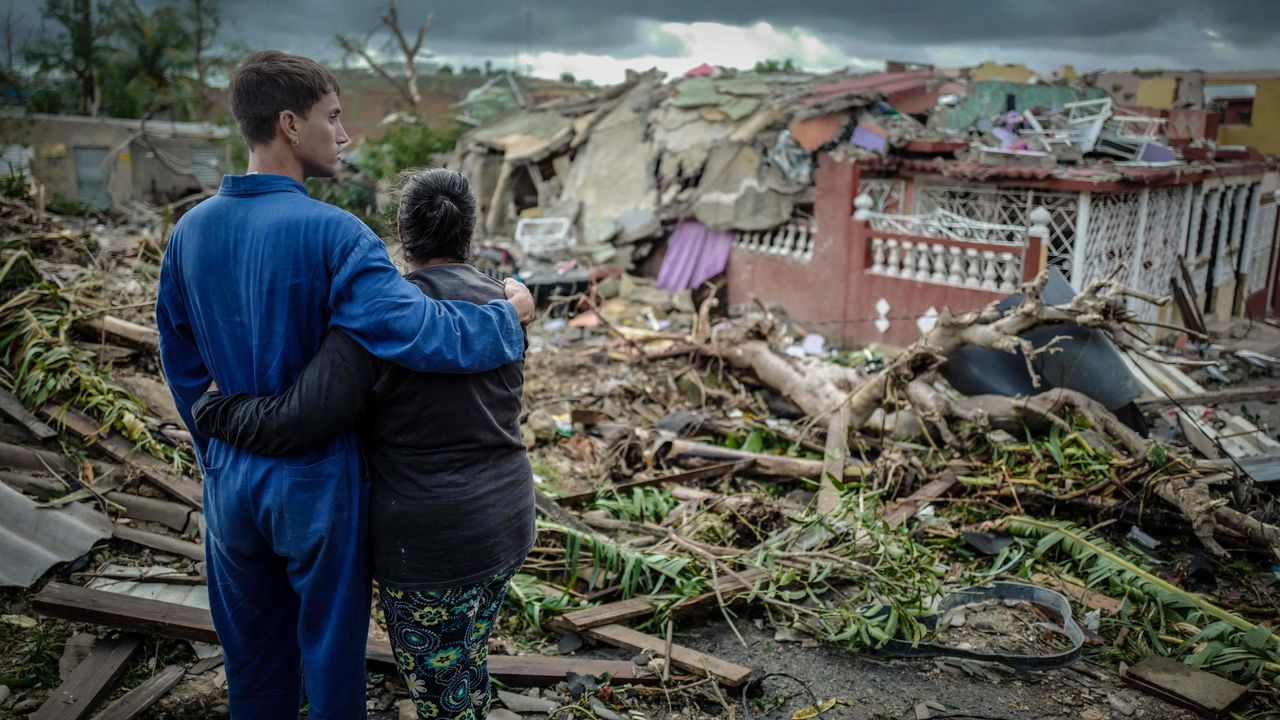 Un tornado golpea La Habana.Fotograma del filme «Un asunto de familia».