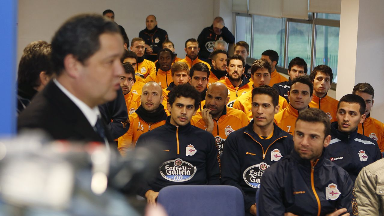 Un día después de ser elegido, Tino Fernández se reunía con la plantilla del Deportivo. Era 22 de enero del 2014.