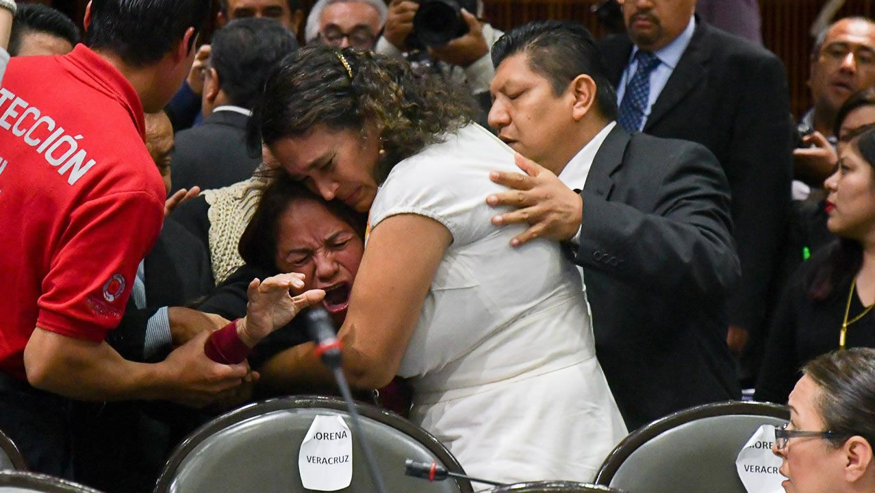 El desgarrador momento en el que Carmen Medel se entera de la muerte de su hija.Imagen de contenedores de exportación