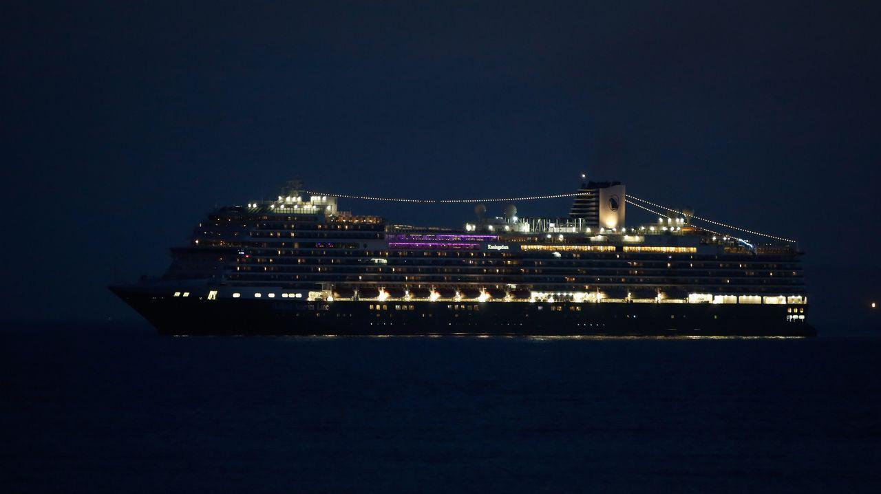 .Crucero entrando en Puerto
