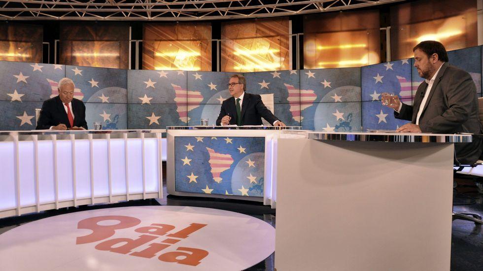 Los cabezas de lista de las elecciones catalanas.Cara a cara a cuatro días del 27S. El ministro José Manuel García-Margallo habría ganado el debate que mantuvo ayer con el número 5 de Junts pel Sí, Oriol Junqueras (ERC), según los primeros sondeos realizados en algunos medios digitales, que anoche le daban un 53 % frente al 47 %.