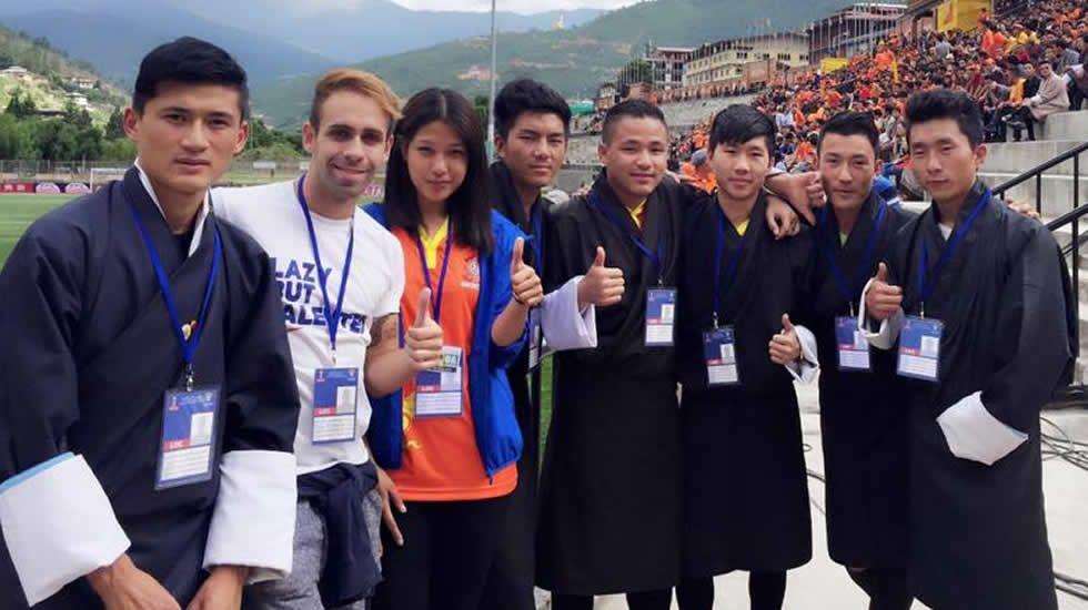 El grupo filipino es el más pequeño pero vive el encuentro con gran ilusión.