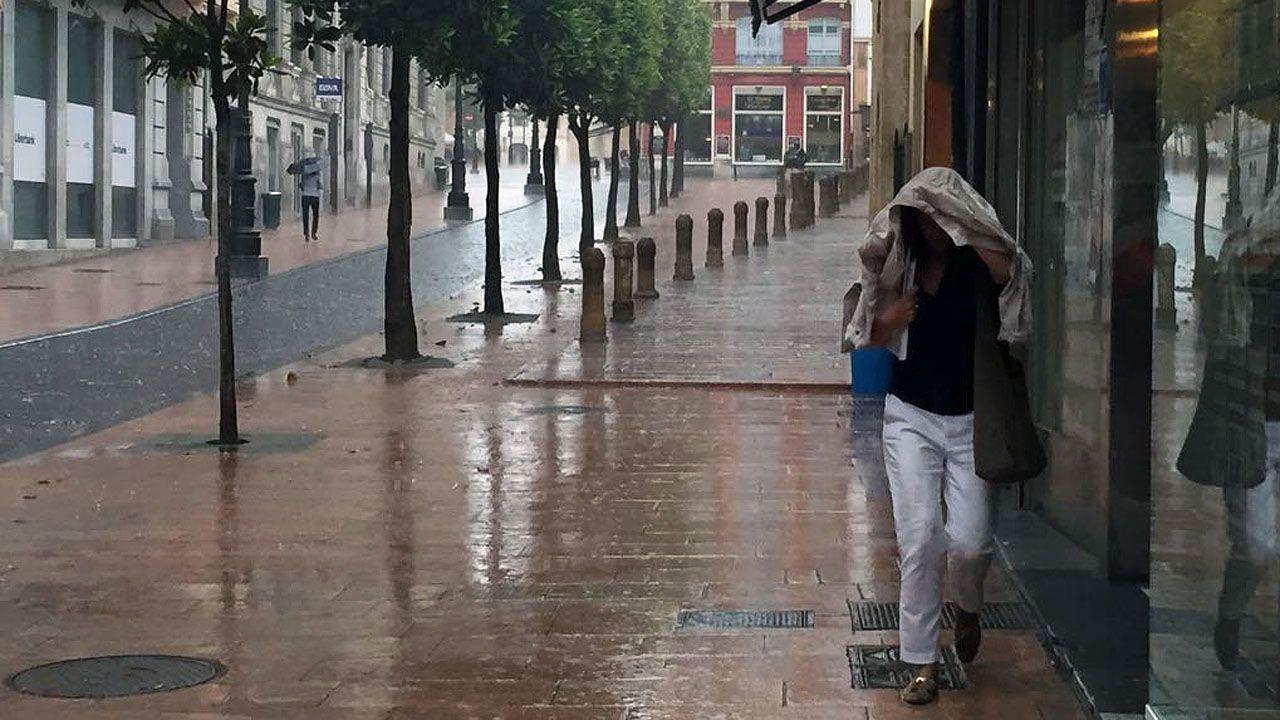 .Una fuerte tormenta de granizo ha caído sobre Oviedo