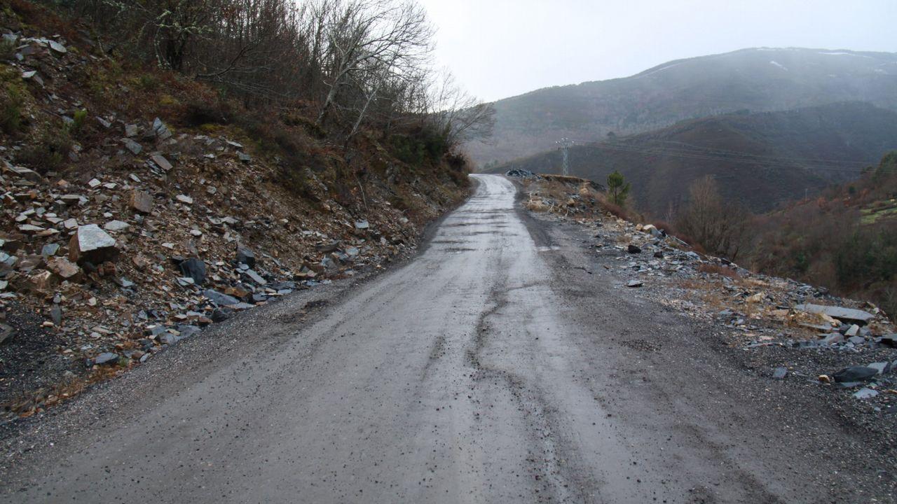 Así está la A-6 en el límite de Galicia.Tramo de la A-52 en la provincia de Ourense en el que se había rebajado a 100 el límite de velocidad debido al mal estado del firme