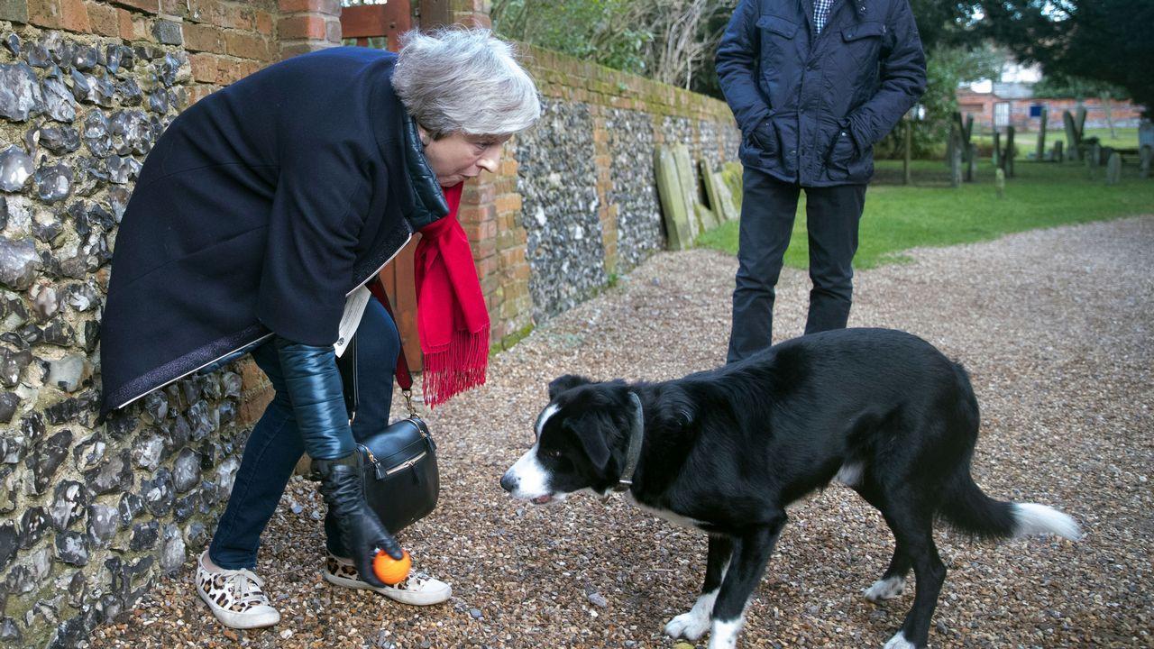Michel Barnier (izquierda) se reunió con el ministro británico del brexit, David Davis