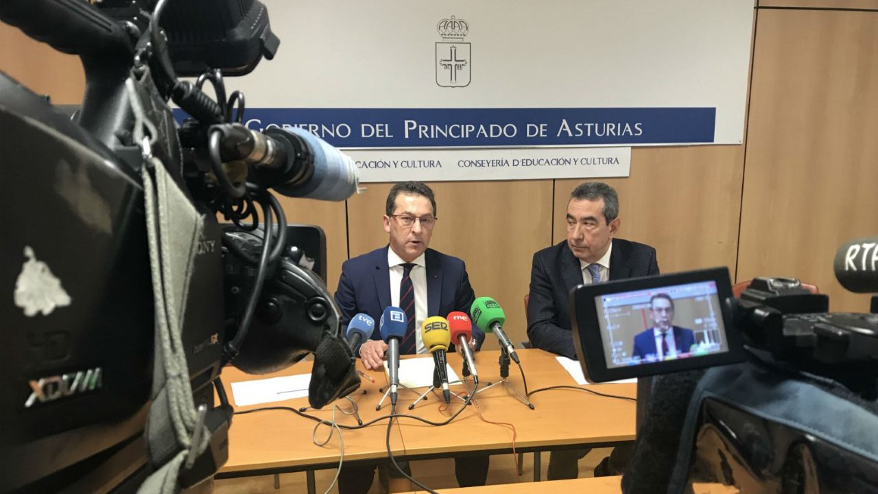 El consejero de Educación y Cultura, Genaro Alonso, y el presidente del Consejo Escolar del Principado de Asturias, Alberto Muñoz