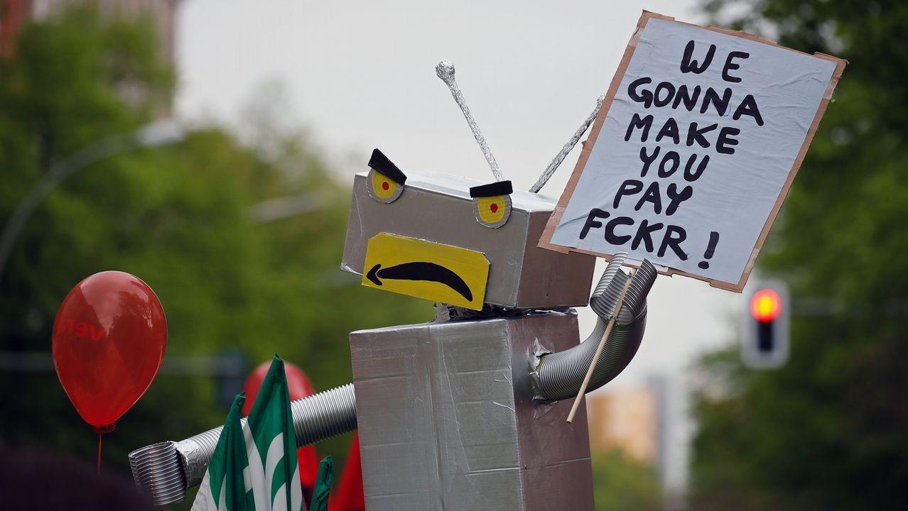Trabajadores de Amazon protestan frente a la sede de la empresa en Berlín