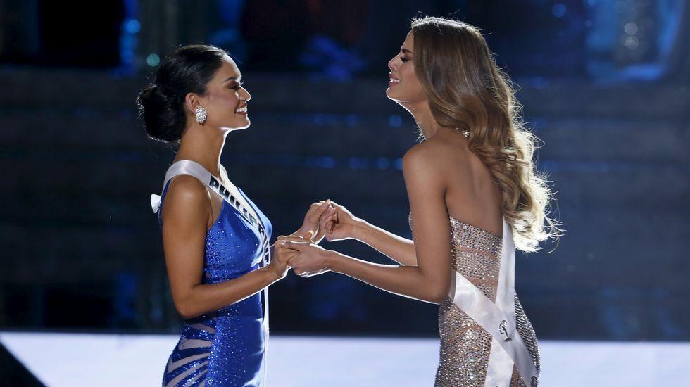 Así fue el momento del error en Miss Universo.Miembros de la sociedad Hijos del Valle de Oro en La Habana, que defendió la honra de O Valadouro.