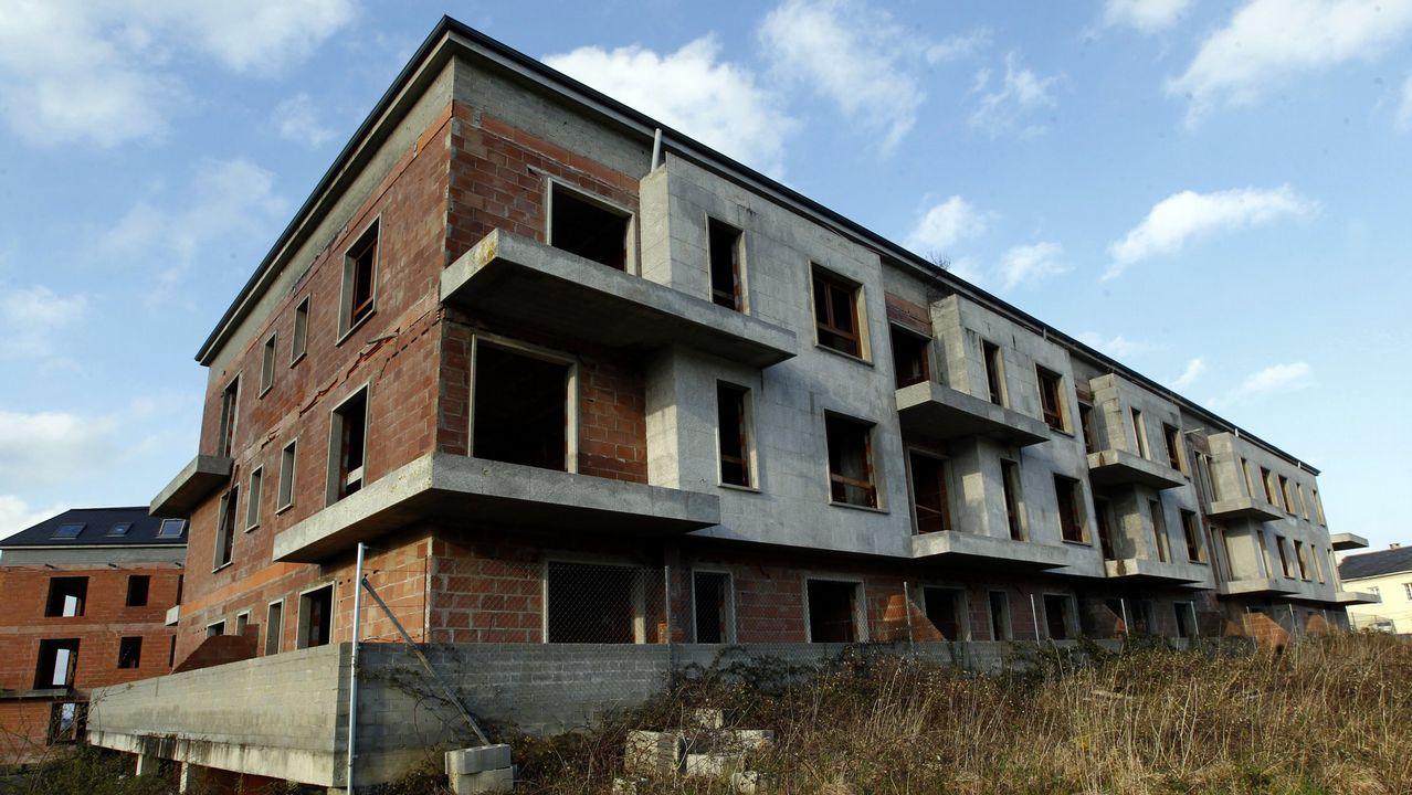 Uno de los edificios sin terminar en Barreiros
