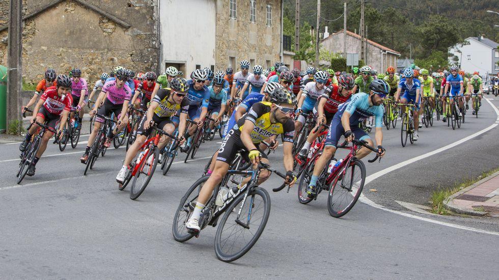 Arranca la Volta Ciclista á Provincia da Coruña.
