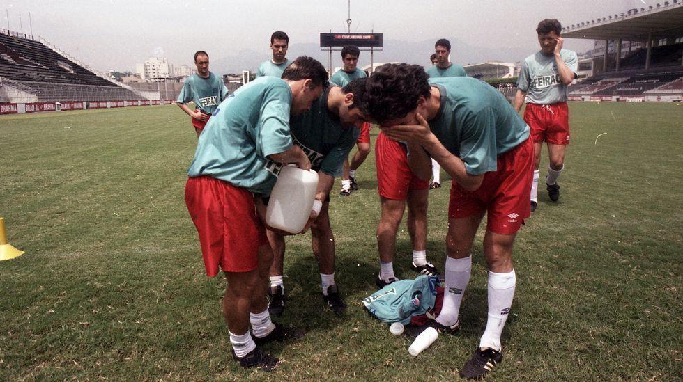 Los jugadores se refrescan tras uno de los entrenamientos en Río.