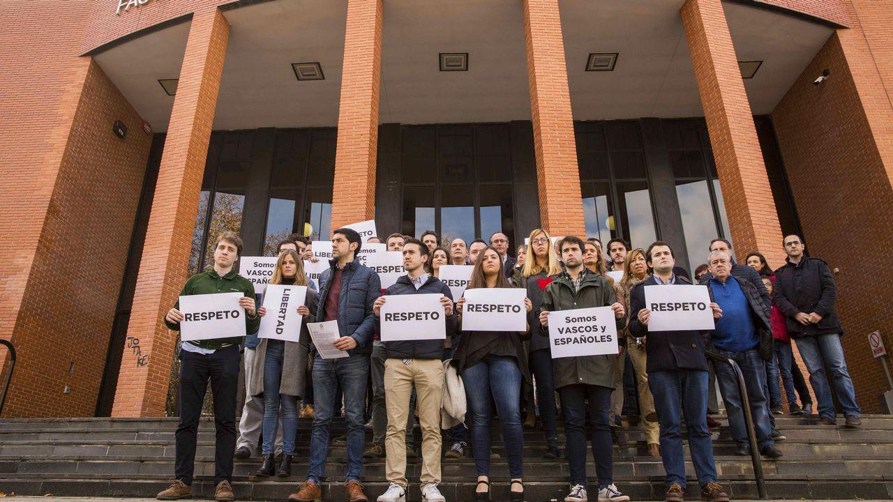Concentración de las Nuevas Generaciones del PP de Euskadi en el campus de Vitoria de la Universidad del País Vasco