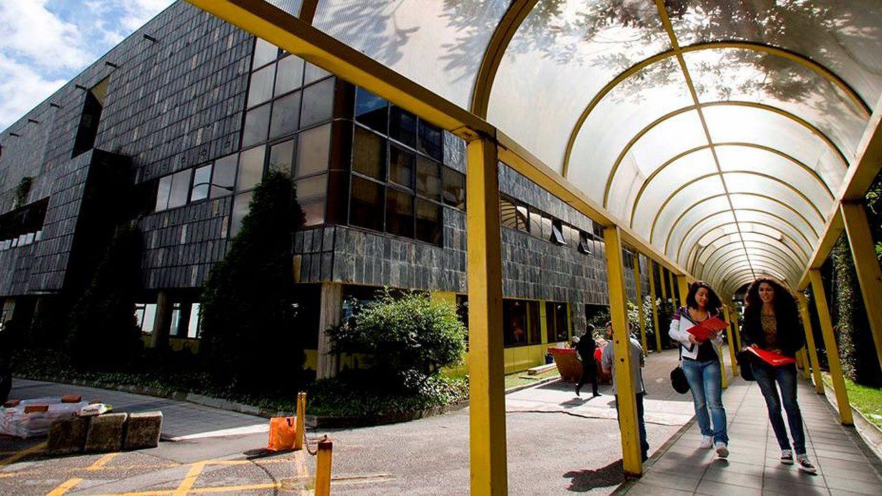 Centro penitenciario de Villabona.La Facultad de Economía y Empresa de la Universidad de Oviedo, situada en el campus de El Cristo