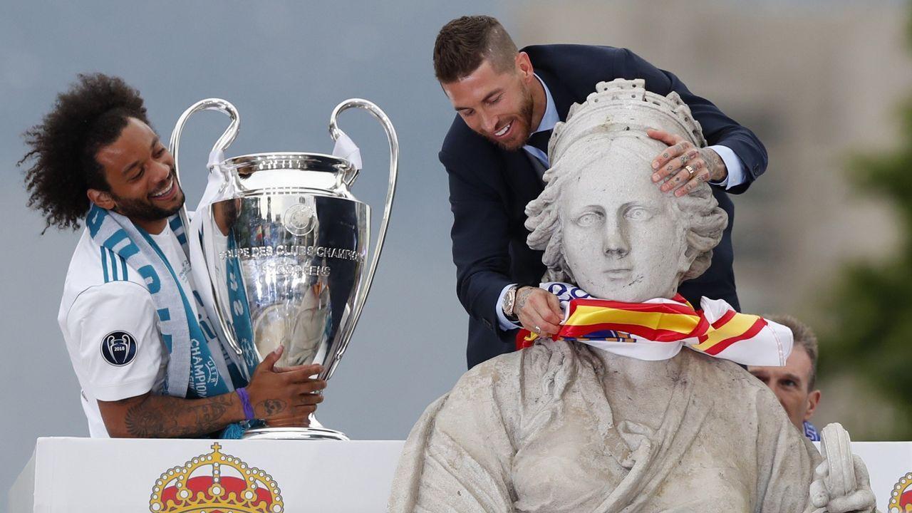 Los jugadores del Madrid se trasladaron a la Cibeles en autocar descapotable
