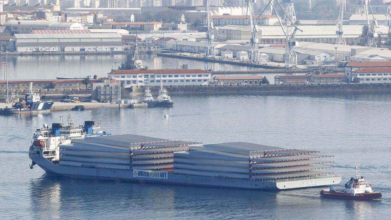 Hospital de Cabueñes, en Gijón.Entrada del barco en la ría de Ferrol con los componentes chinos