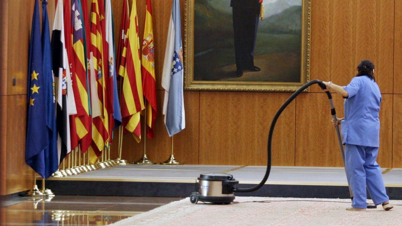 Francisco Álvarez-Cascos saluda a Carmen Moriyón