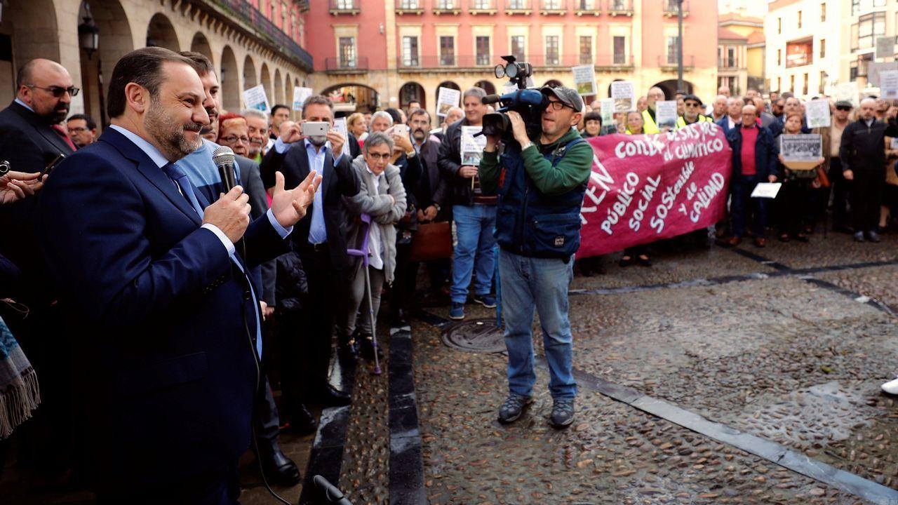 El Gobierno regula el autoconsumo eléctrico.El ministro de Fomento, José Luis Ábalos, en Gijón