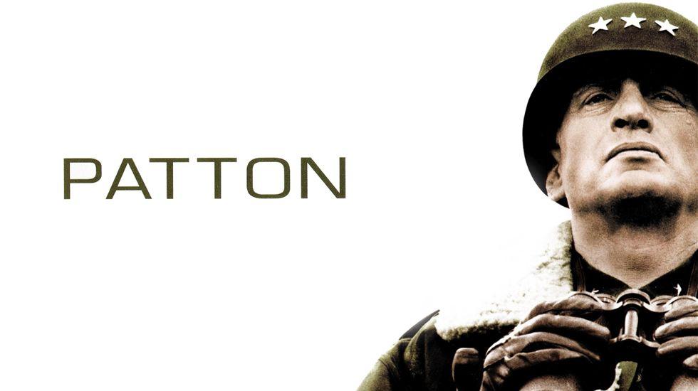 Antes de que conocer el éxito mundial con «El Padrino» en 1972, Francis Ford Coppola recibió el Oscar al mejor guion original por adaptar la biografía de George Patton, un extravagante, carismático, severo, perseverante y romántico general estadounidense que basaba sus exitosas estrategias en las historias de guerras antiguas.