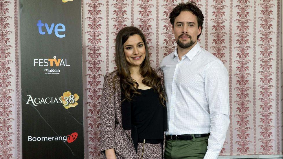.Los actores de la serie «Acacias 38» Sheila Fariña y Roger Berruezo.