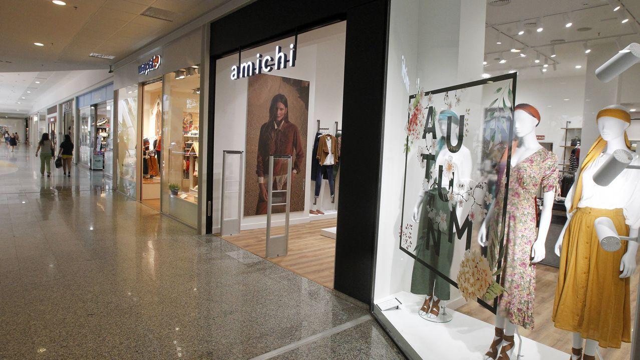 Así lució Melania Trump los mocasines de Zara.Los reyes inauguraron la exposición de Miró junto a Emmanuel y Brigitte Macron, y después cenaron en el Elíseo