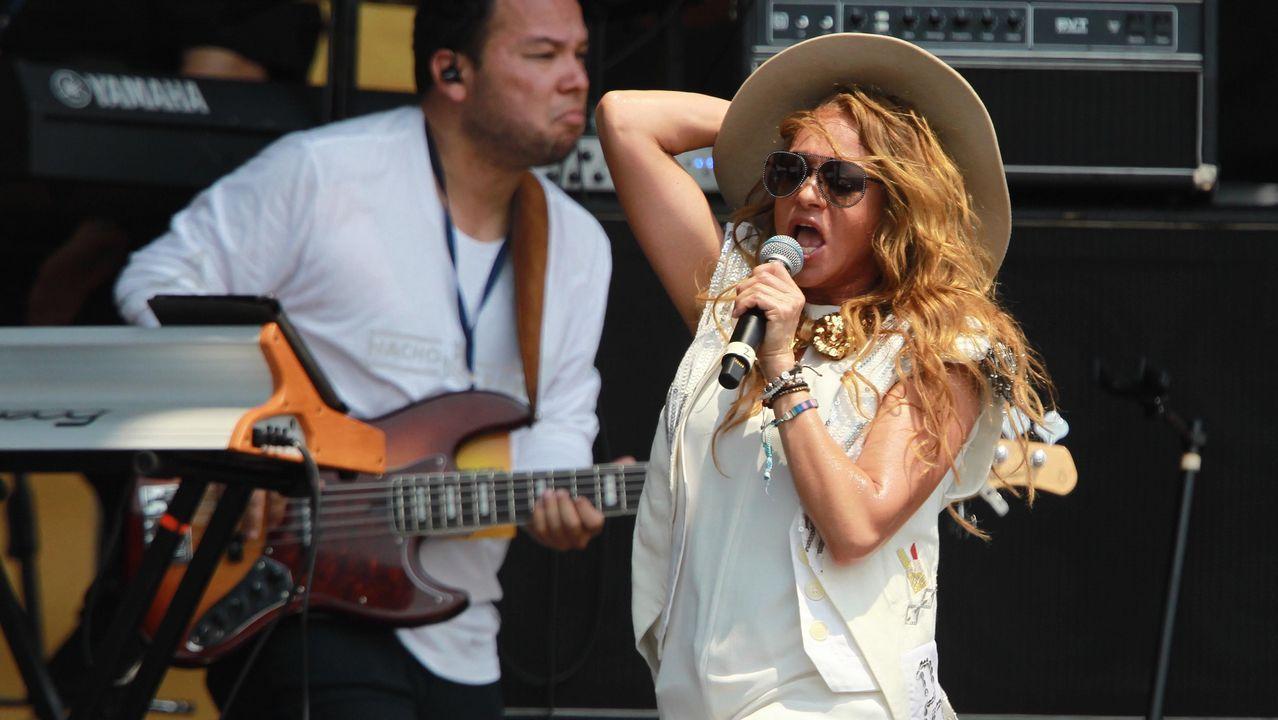 La mexicana Paulina Rubio durante su actuación en el concierto en el puente fronterizo de Tienditas, en Cúcuta (Colombia)