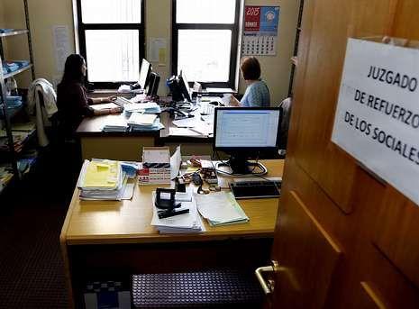 .Las oficinas del juzgado de refuerzo están situadas en el cuarto de un pasillo de social 1.