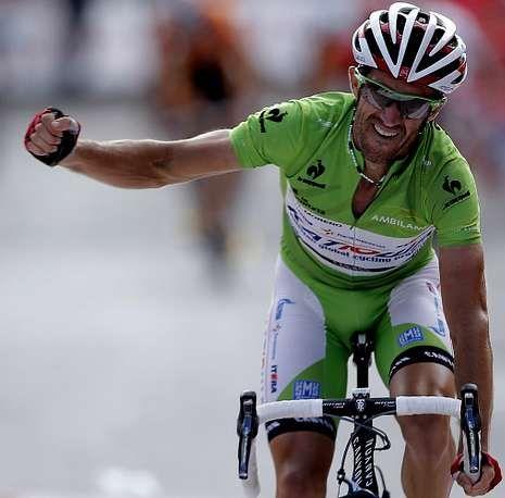 Dani Moreno celebra su segundo triunfo de etapa en la presente Vuelta.
