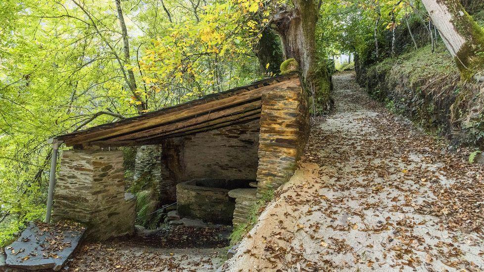 Lavadero tradicional, con una fuente cuyas aguas son muy apreciadas por los vecinos